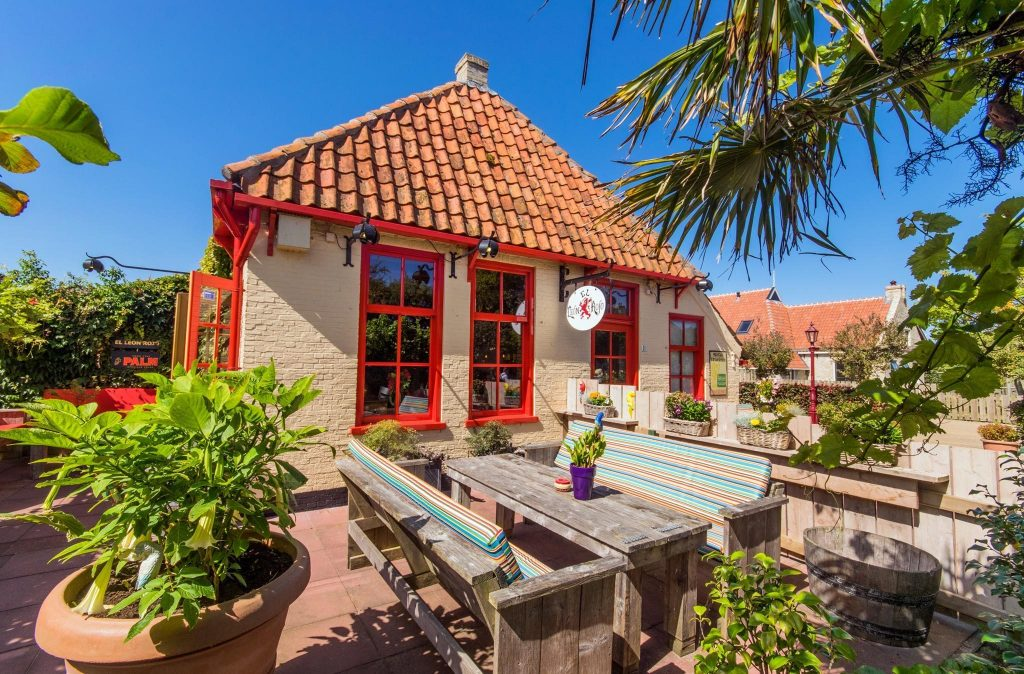 Mexicaans Restaurant El Leon Rojo. Ruim terras. Midsland Noord Terschelling.