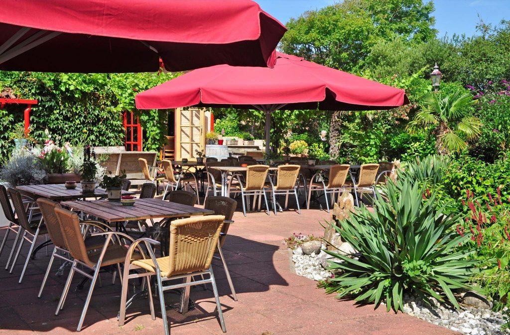 Zonnig terras met tropisch tintje.